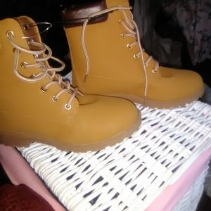 Charlotte Russe tan work boots